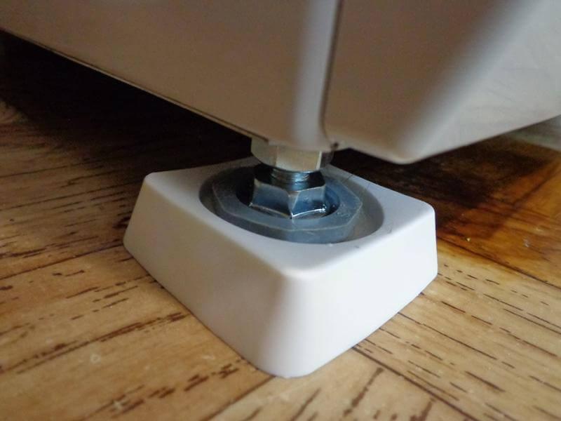 Установка подставок под стиральную машину